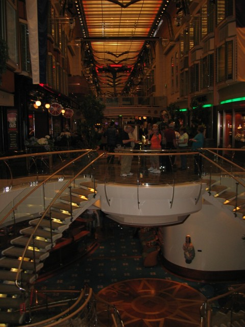 Freedom of the Seas - the Royal Promenade