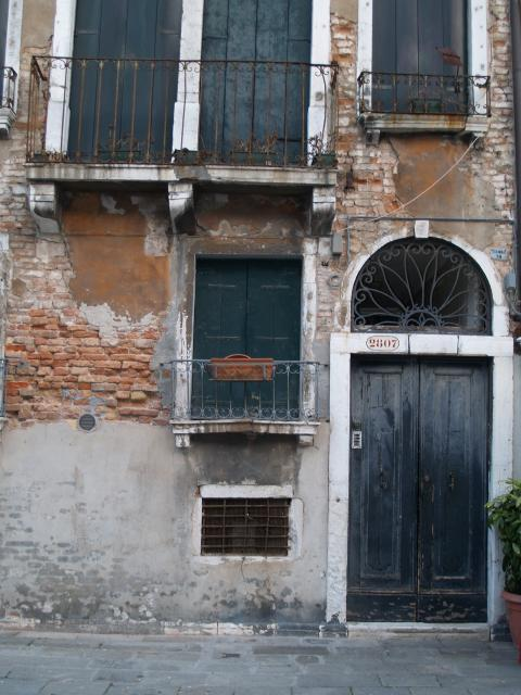 Venice Italy Pictures - Typical entrance